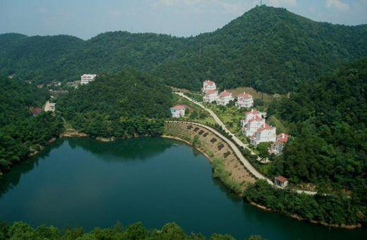 湖南省石燕湖生态旅游风景区位于长沙,株洲,湘潭三市交汇处,景区占地